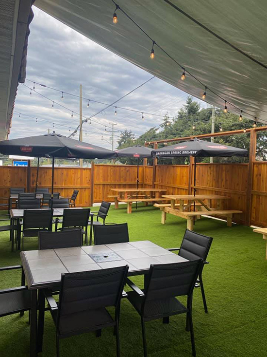 outdoor patio at the landlubber pub in nanaimo, BC
